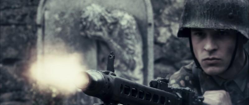 un-primo-piano-di-un-soldato-tedesco-tratto-dal-film-l-uomo-che-verra-143455[1]