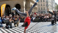 street-dance-devant-l-opera-photo-philippe-juste